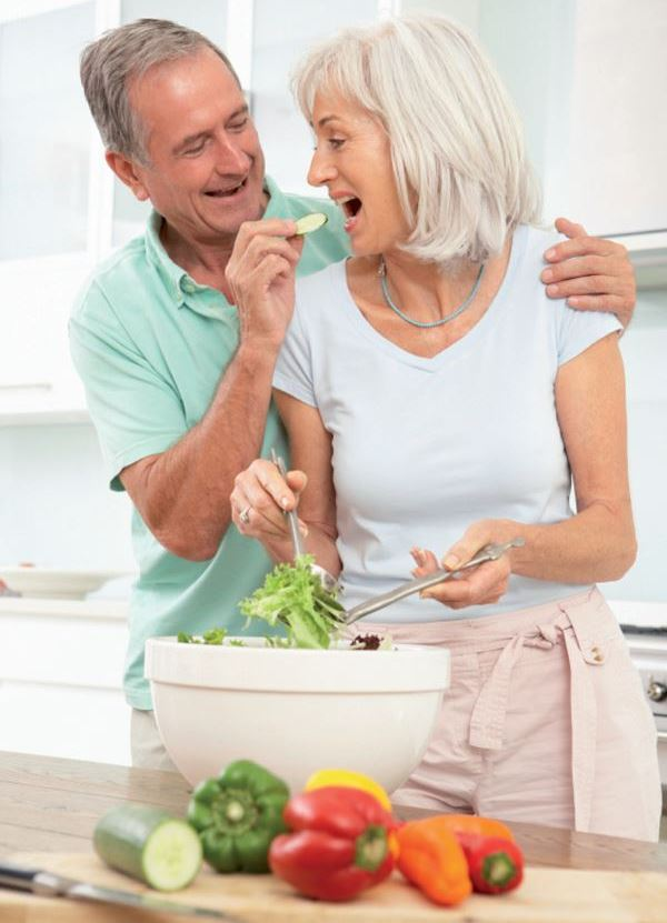 couple senior heureux de vivre - Laboratoire Naturoscience