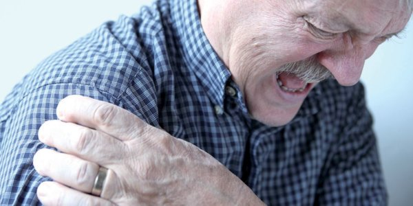 homme combattre l'arthrose - Laboratoire Naturoscience