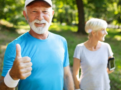 personne âgé heureuse